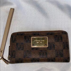 Signature Michael Kors Wristlet Wallet